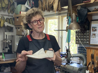 Sue Engels, shoemaker